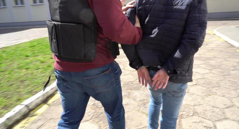 spotyka się z policjantem Yahoo